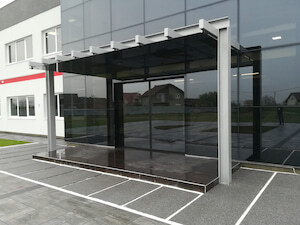 Automatska vrata i staklena nadstresnica