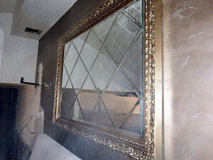 Taman stakla i ogledala