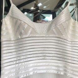 Bela svečana haljina (broj 40)