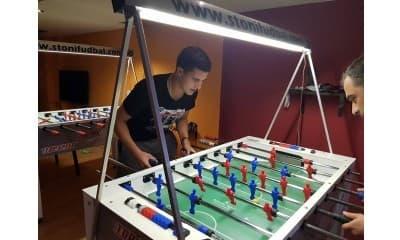 Sat i po stonog fudbala na profesionalnim stolovima