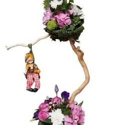 8. mart - Dan žena - cvetni aranžman u korpi