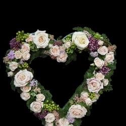 Cveće za venčanje - Cvetni aranžman u obliku srca