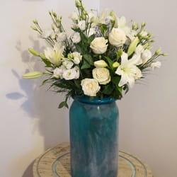 Cveće za venčanja - Raskošan buket belog cveća u raskošnoj italijanskoj vazi