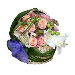 Cveće za venčanje - Cvetni aranžman od mešanog cveća u korpi