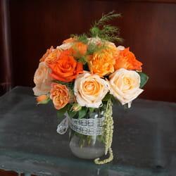 Cveće u narandžastim tonovima - Buket ruža u vazi