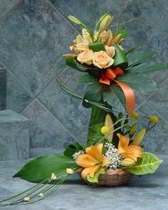 Ljiljani - Cvetni aranžman u korpi