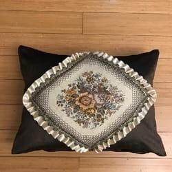 Alnada stilski plišani jastuk sa brokat aplikacijom