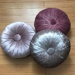 Okrugli stilski jastuk Dimno roze kristal pliš