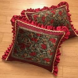 Stilski barokni jastuk Bordo simfonija