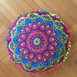 Okrugli joga jastuk sa mandala printom