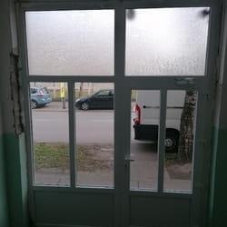 Ulazna vrata na stambenoj zgradi u Smederevu