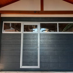 Garažna vrata sa pešačkim vratima