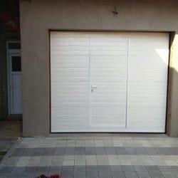 Garažna vrata sa malim vratima