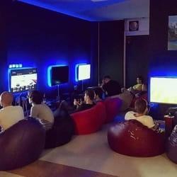 Doživite neverovatno iskustvo igranja video igrica sa najsavremenijim PS4 konzolama koje poseduje Caffe PC igraonica Bleyage iz Kragujevca