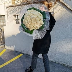 Samostojeći buket 101 šampanj ruže