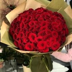 Buket 101 ruža - originalan način da iznenadite voljenu osobu