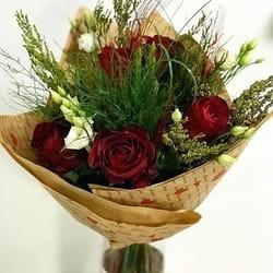 Buket cveća od crvenih ruža