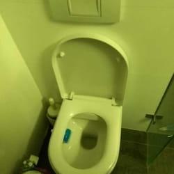 Šta da radimo kada se izlije wc šolja?