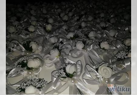 Cvetići za kićenje u ponudi Aurora ukrasnih kutija iz Kragujevca