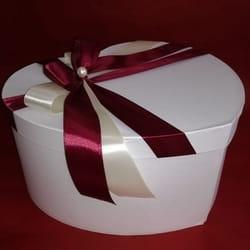 Ukrasne kutije u obliku srca sa ukrasnom mašnom savršene za darivanje