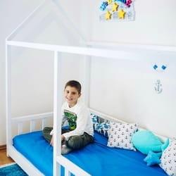Drveni krevetić kućica