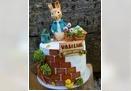 Dečija torta sa figuricama zeka i motivima bašte