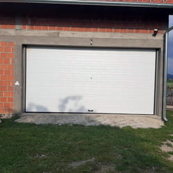 Siroka garazna vrata na daljinski