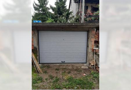 Garazna vrata sa ruckom