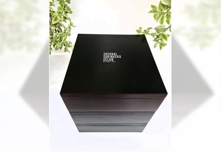 Crna drvena poklon kutija