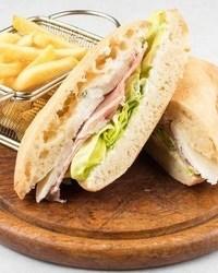 Nacionalni sendvič u kafani Pavle Korcagin