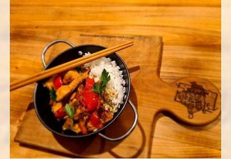Kineska hrana u kafani Pavle Korcagin