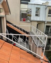 Zastitna metalna konstrukcija na terasi