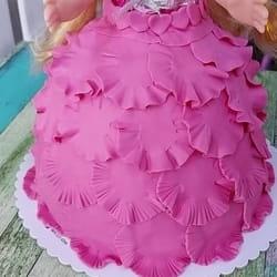 Roze torta sa macaronsima