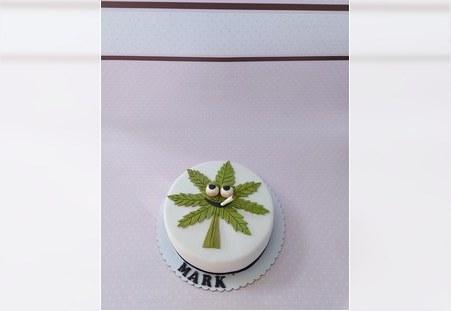 Torta sa listom marihuane