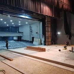 Sredjivanje poda u pozoristu