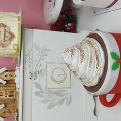 Novogodišnja torta, šolja tople čokolade