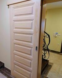Vrata od masiva camovine